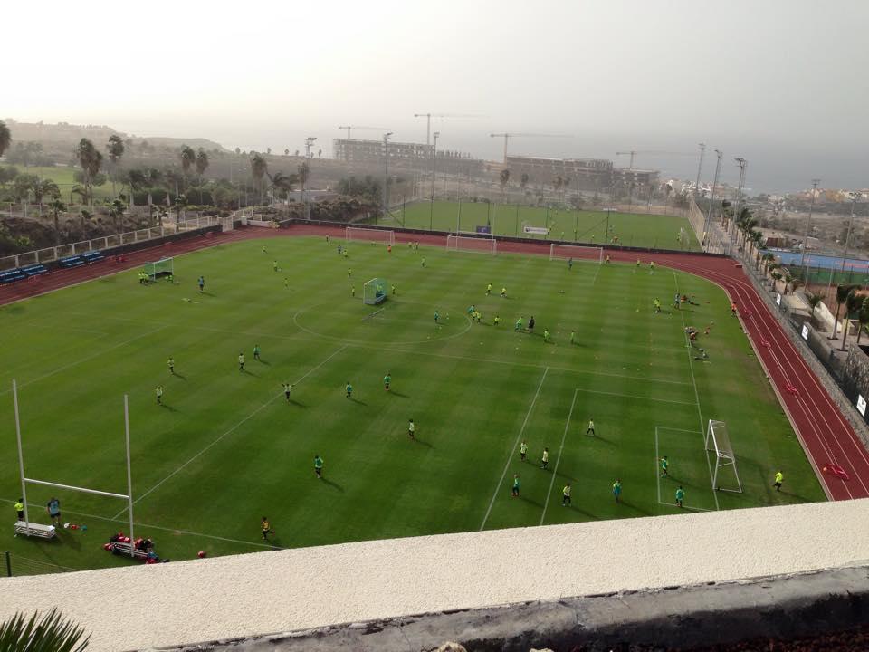 Fútbol y valores para 150 'peques' en el Clínic de Navidad