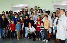 Pedro lleva la Navidad a los niños de La Candelaria