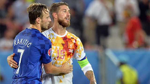 Spain to face Italy in last 16 after last-gap defeat (2-1)