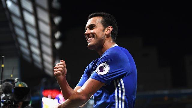 Dos golazos de Pedro optan al mejor de la Premier 16-17