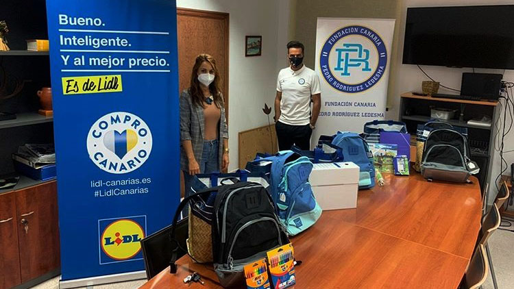 La Fundación dona material escolar a menores sin recursos