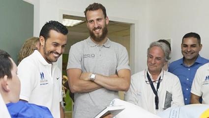 Pedro y Sergio visitan un hospital en Tenerife
