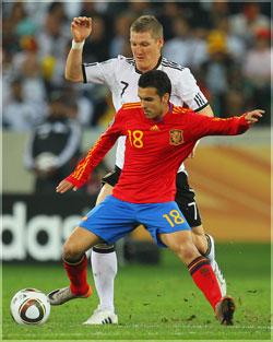Pedro pelea un balón en la semifinal del Mundial