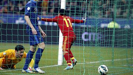 Pedro celebra su gol decisivo con la Selección en Saint Denis