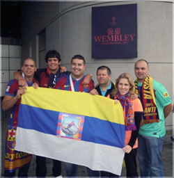 Miembros de la Peña Barcelonista Pedrito, en la final de Wembley