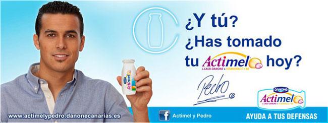 Valla publicitaria de la campaña Actimel y Pedro en las Islas Canarias